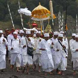 Kasada festival at mount Bromo is also held in 2017