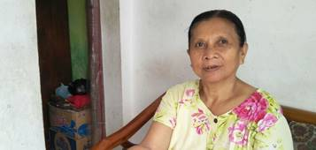 Mrs Teteh is an inhabitant of Kampong Suropati in Malang
