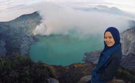 Our guide Vinda at Ijen crater lake - visit during the Ijen tour start Surabaya - East Java, Indonesia